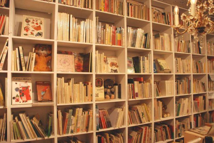 浅草にあるチェコの絵本・雑貨の店「チェドックザッカストア」の店内写真5