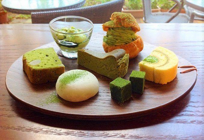「日本茶喫茶 茶縁(ちゃえん)」の、7種のスイーツセット「抹茶の七福神」