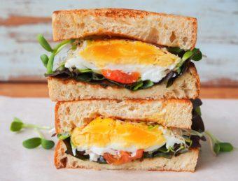 たまには悪魔の誘惑を楽しもう。ボリューム満点&絶品サンドイッチ「デビルサンド」のレシピ本