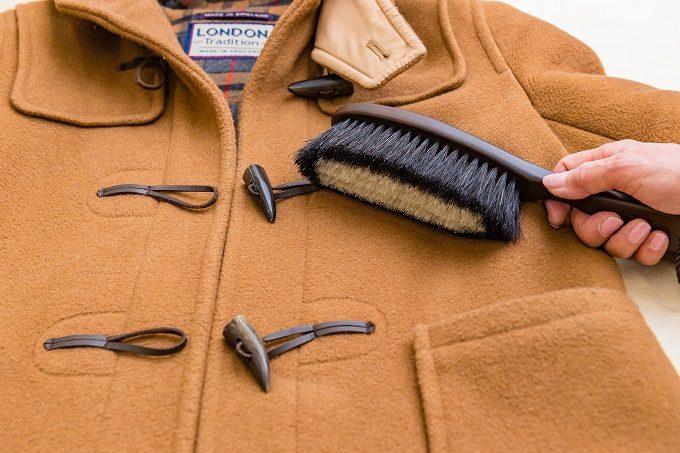 ダッフルコートのお手入れにおすすめの「東急ハンズオリジナル 万能洋服ブラシ」の使い方1