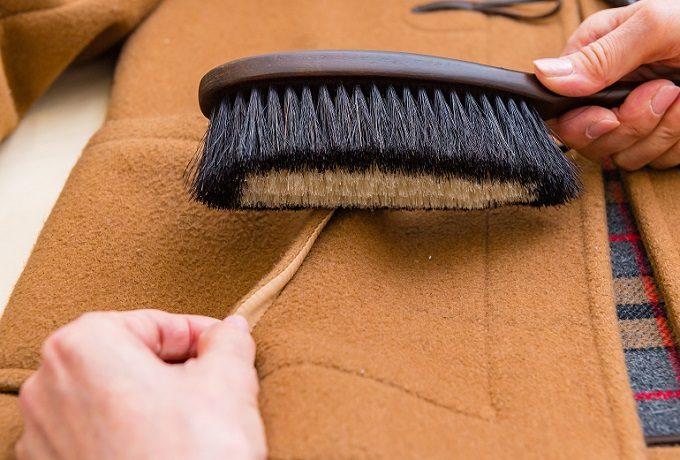 ダッフルコートのお手入れにおすすめの「東急ハンズオリジナル 万能洋服ブラシ」の使い方2