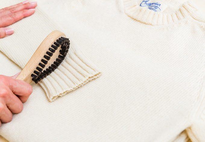 ニットのお手入れにおすすめの「浅草アートブラシ 毛玉取りブラシ匠」の使い方