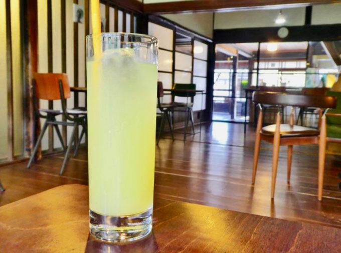 山口県萩市の雑貨カフェ「晦事(ことこと)」のおすすめメニュー「夏みかんのジュース」