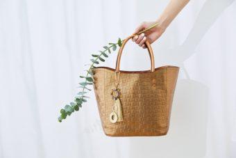 春夏に持ちたい。かごのように軽やかな「SAZABY」の上品レザートートバッグ