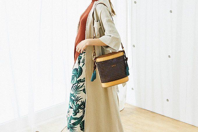 「SAZABY」の上品なカゴ風レザートートバッグ、コーディネート例