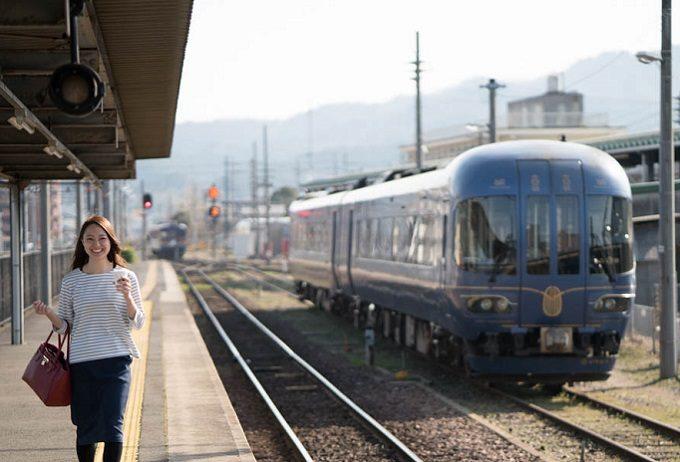 「京都丹後鉄道」の列車とホーム