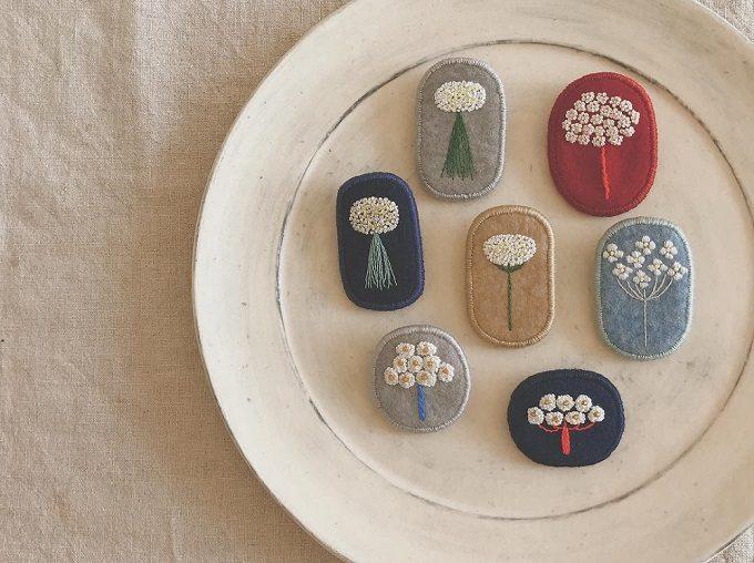 お花モチーフの「tukumokumo(つくもくも)」の刺繍ブローチ