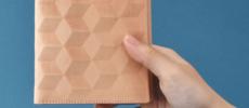 連なる幾何学模様が魅力的。天然素材と現代技術がコラボした「CONCUSSION」の革財布