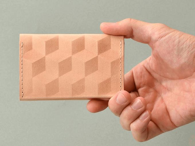 幾何学模様の入った「CONCUSSION」のカードケース2