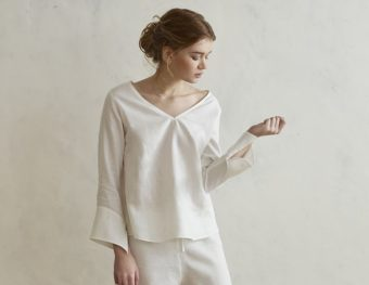 印象的なシルエットと爽やかな着心地が魅力。「GRAND FOND BLANC」のリネンシャツ