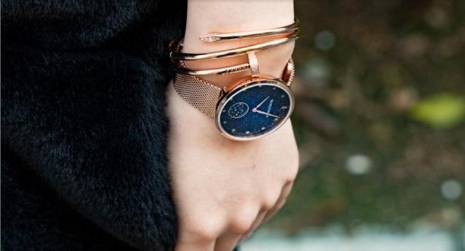「monogriis(モノグリース)」の腕時計、着用例