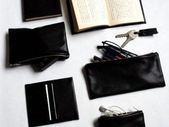 柔らかな革の美しさが際立つ。「ENVELOPE」のシンプルで使いやすい革小物