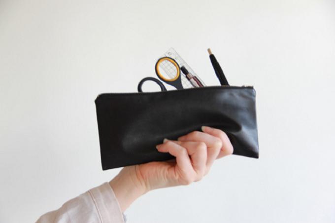 「ENVELOPE」のシンプルで使いやすい革小物、ポーチ
