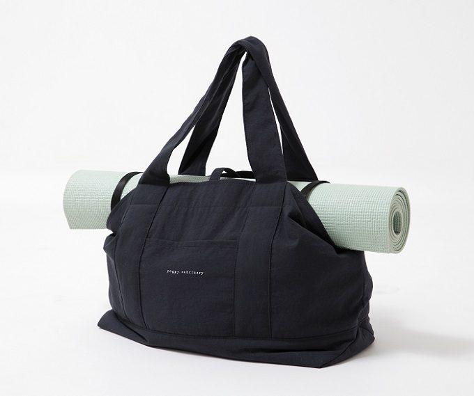 オリジナルヨガウエアブランド「yoggy sanctuary(ヨギー・サンクチュアリ)」のシンプルで大容量のトートバッグの使用例1