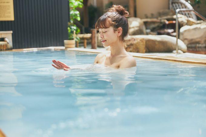 海外リゾート気分が味わえる「スパ ラクーア」の露天風呂