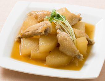 出汁が染み込んだ手羽と大根が絶品。「あごだし香る鶏大根」レシピ