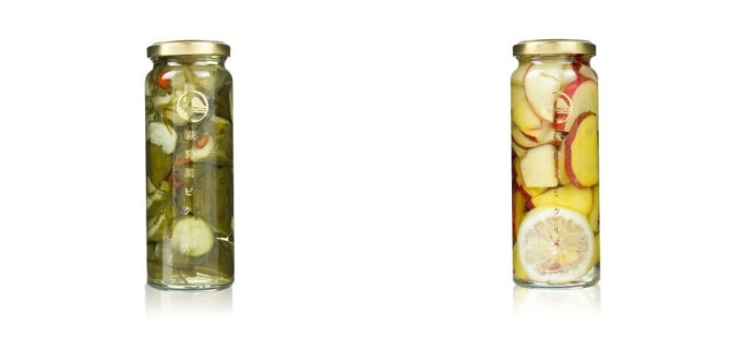 山口県の萩の地元野菜を使った瓶詰めの「萩野菜ピクルス」、「きゅうりとピリ辛昆布のピクルス」と「サツマイモとバニラビーンズ」