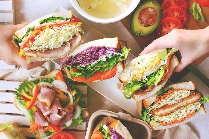 萩野菜ピクルスを使ったサンドイッチ