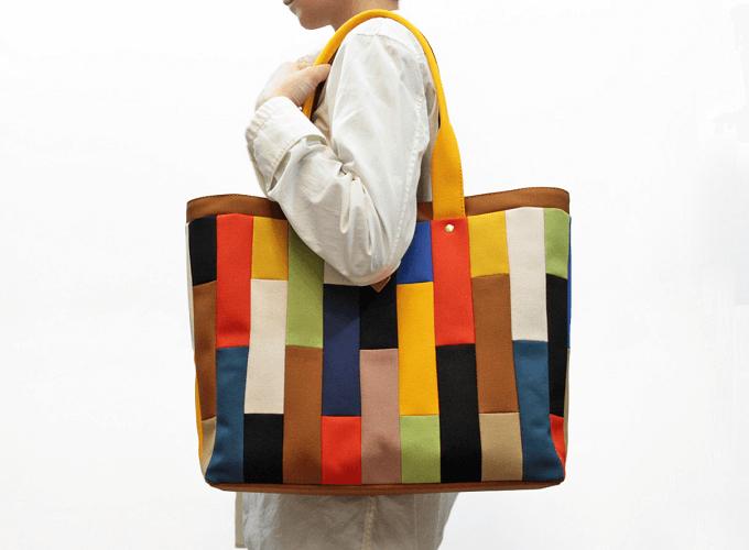 「jiyoh(ジヨウ)」のカラフルな帆布バッグ「モザイクトート」