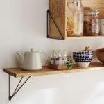木の板や箱でウォールシェルフが楽々作れる。「LABRICO」のトライアングルフレーム