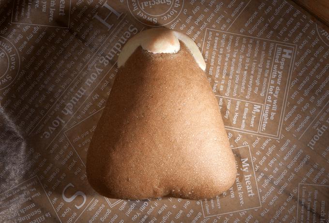 「まるぱん工房」のキャラクターパン「なす(山)」