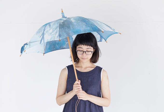 いとうりえこさんの手描きで染めた美しい日傘2