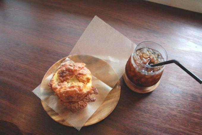 「市東製作所」のチーズ入りソーセージのパン