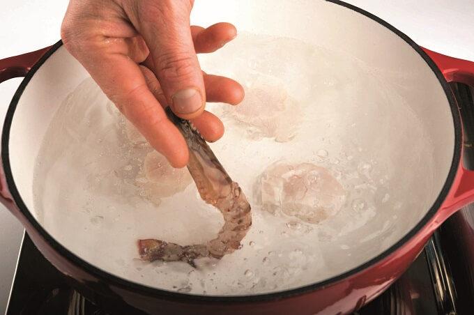 レモンドレッシングが香る「魚介のサラダ」作り方1~2