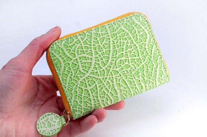 本革でフルーツのメロンを再現した「(アールスフェボリット)」のお財布2