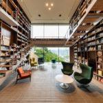 1万2千冊の本に囲まれる。とびきり贅沢な空間で読書を楽...