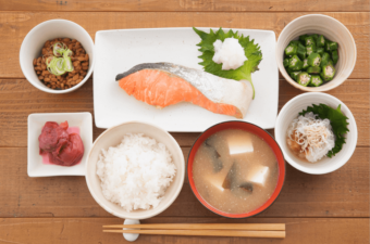 体脂肪を溜めにくく、燃焼効果が期待できる。鮭に含まれる3つの成分とは