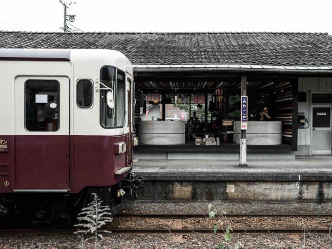 静岡県浜松市の都田駅のホーム