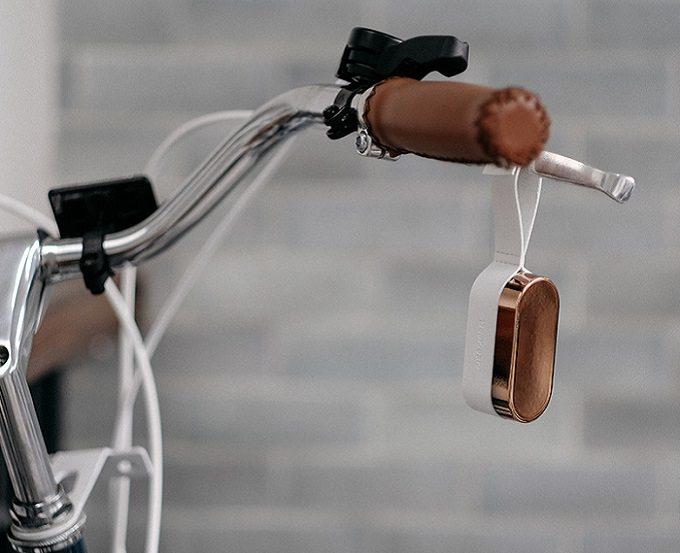 完全ワイヤレスイヤホン「OVAL」の充電カプセル