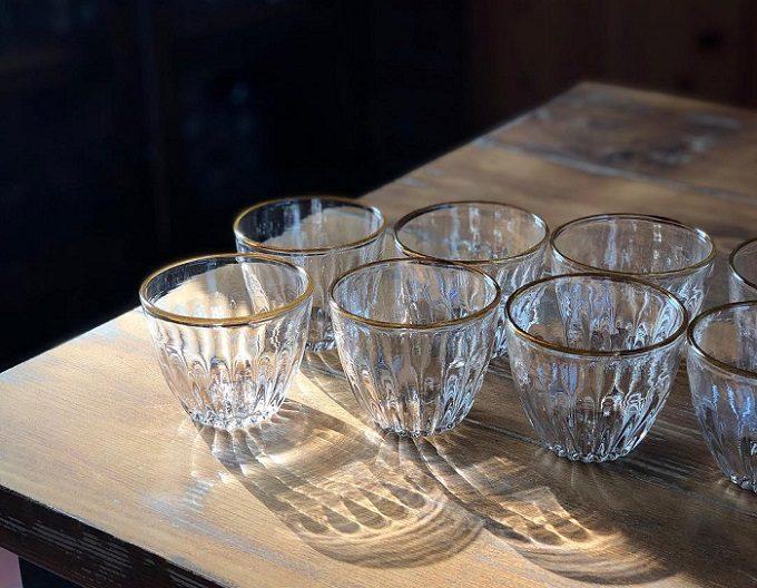 田井将博さんが作る、琥珀色の縁取りが美しいグラス