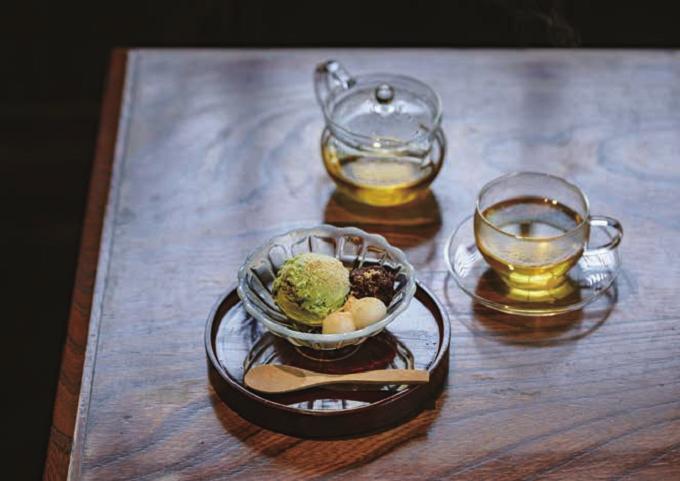都内のおすすめ古民家カフェ「蓮月」の抹茶白玉あずきアイスと蓮花茶