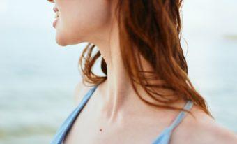 どんな洋服でも着こなせるように。スラリと伸びた美しい首を目指すストレッチ