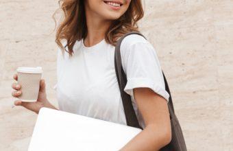 タイトなTシャツをかっこよく着こなすために。美しい姿勢を目指す肩の簡単ストレッチ