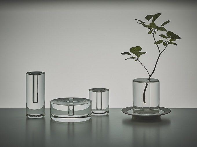 水の柱に植物が浮いているように見える花器「shallows」4種