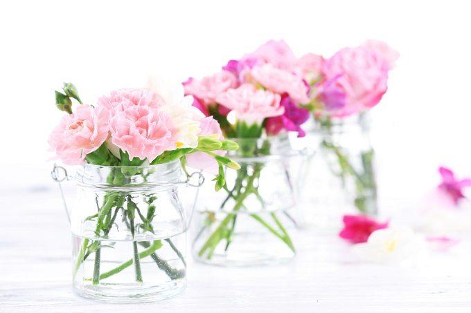 切り花を長持ちさせる方法、花瓶に花を飾る