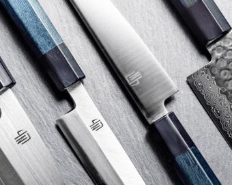 藍染めのグラデーションが美しい。機能性とデザイン性を追求して誕生した「藍包丁」
