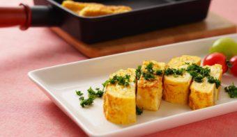 フライパンで15分。おつまみにも最適な「チーズ入り洋風だし巻き玉子」レシピ