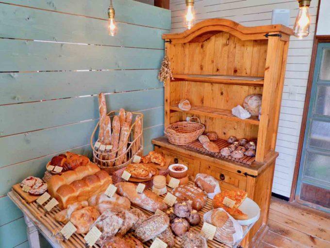 北海道の「パン屋きみかげ」の店内写真1
