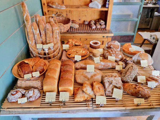 北海道の「パン屋きみかげ」の店内写真2