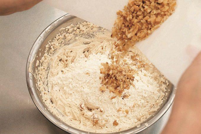 ベーキングパウダーなしで作れる「バナナとくるみのパウンドケーキ」のレシピ4