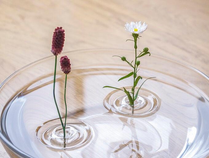 「oodesign(オーデザイン)」の「Floating Vase/RIPPLE」に花を活けた様子4