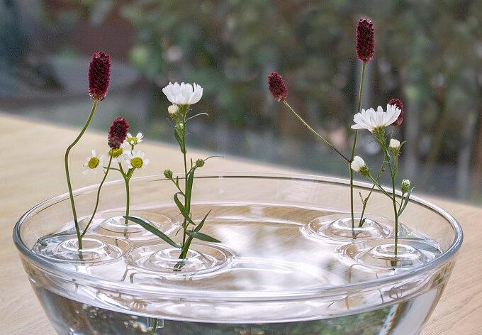 「oodesign(オーデザイン)」の「Floating Vase/RIPPLE」に花を活けた様子2