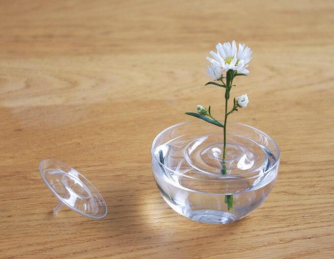 「oodesign(オーデザイン)」の「Floating Vase/RIPPLE」に花を活けた様子3