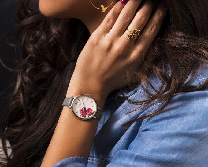 華やかで女性らしい「サラミラーロンドン」の腕時計1