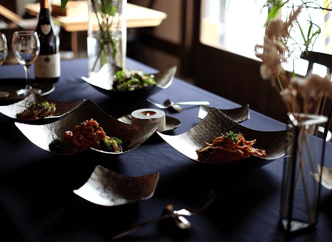 食器ブランド「syouryu」の好きな形に曲げられる錫製お皿「すずがみ」2