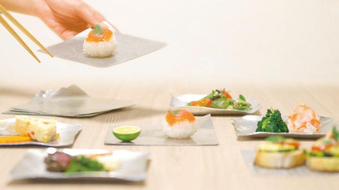 食器ブランド「syouryu」の好きな形に曲げられる錫製お皿「すずがみ」3